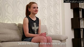 Молоденькая русская девушка разделась и показала свою целку на порно кастинге