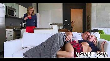 Порно Застукала Маму Со Своим Другом