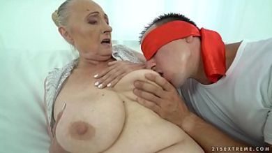 бабка спит а внук шпарит порно